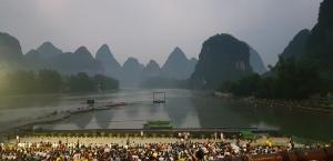 La scène qui est la rivière Li et les montagnes