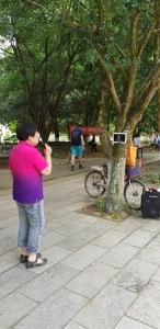 Karaoké improvisé dans un parc