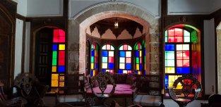 L'un des jolis salons colorés du palais de Beiteddine