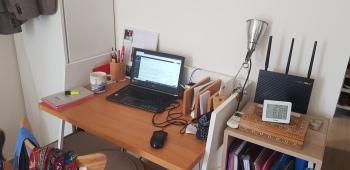 Je fais du télé-travail depuis un an et demi, à raison de deux jours par semaine. Voici donc mon espace dédié à cette activité!